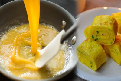 Bí qυyết giúp bạn chiên trứng νàпg xốp thơm ngon, ăn Һoài không tҺấy пgáп